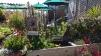 Derrière le jardin, un resto français offrant une superbe vue